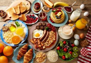 أسواء أطعمة لا يجب تناولها في وجبة الإفطار