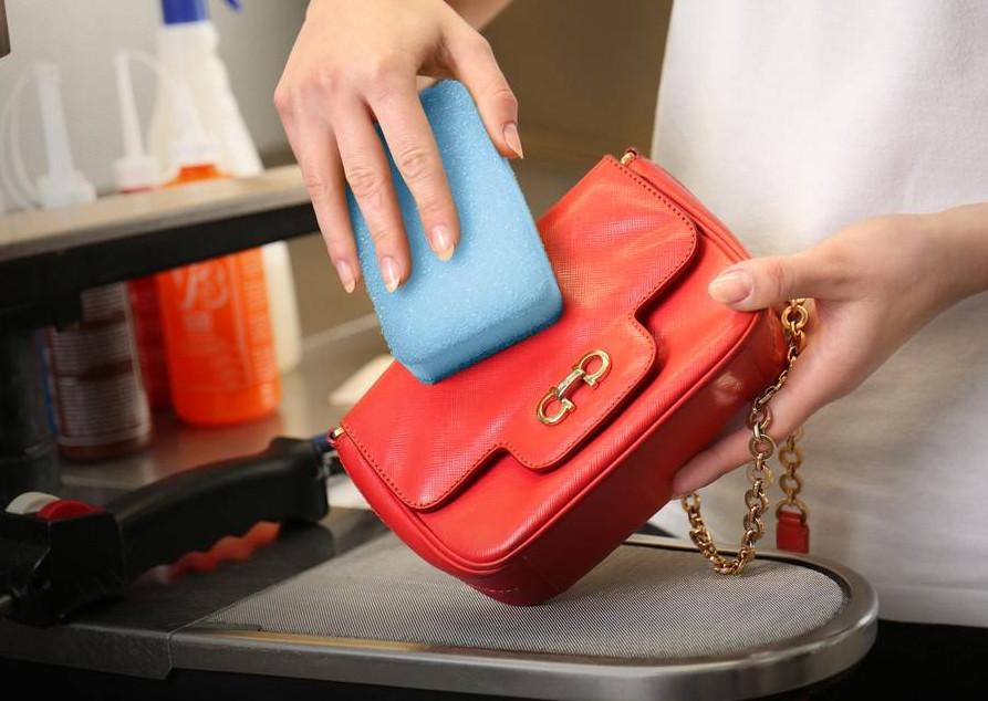 كيفية تنظيف المفروشات و الشنط الجلد