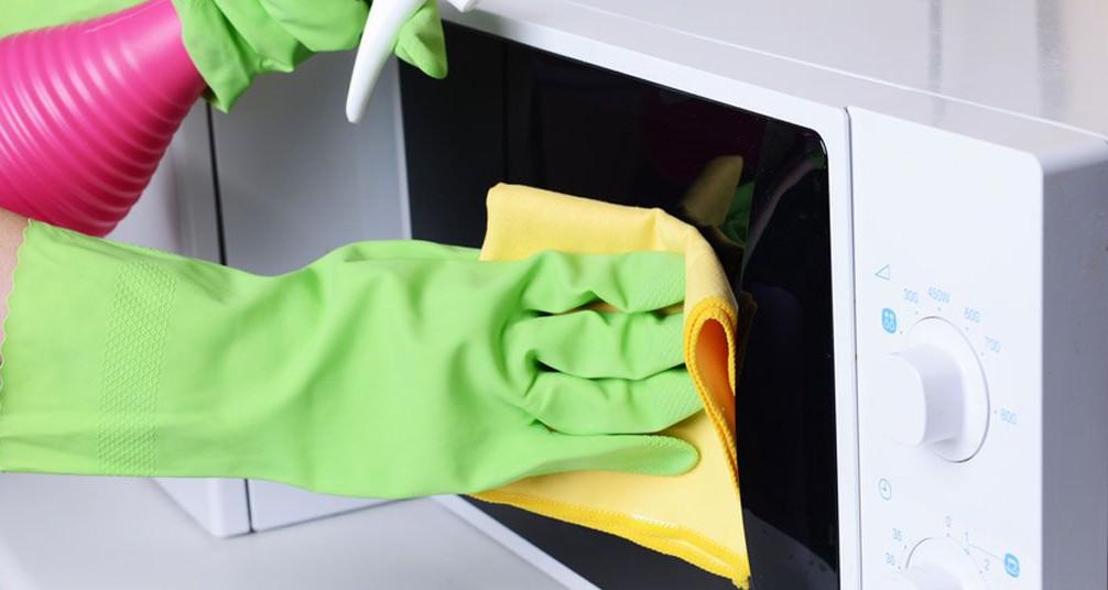 كيفية تنظيف الميكروويف والفرن والبوتاجاز