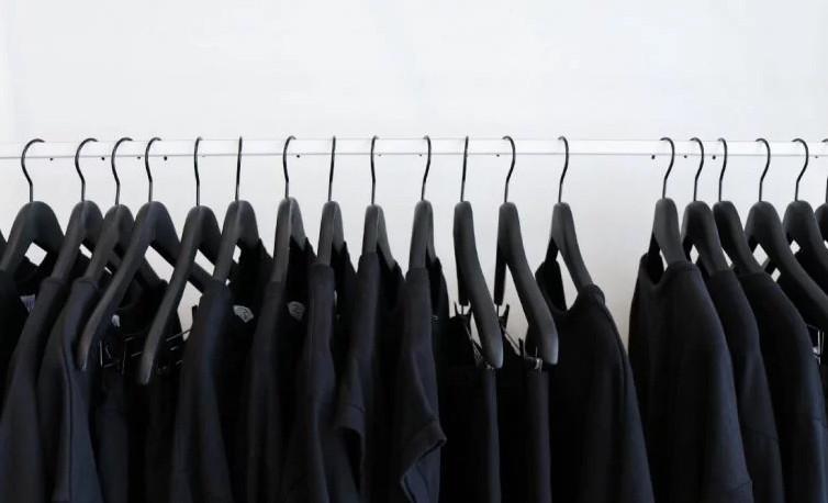 كيفية غسل الملابس السوداء دون تغير الوانها