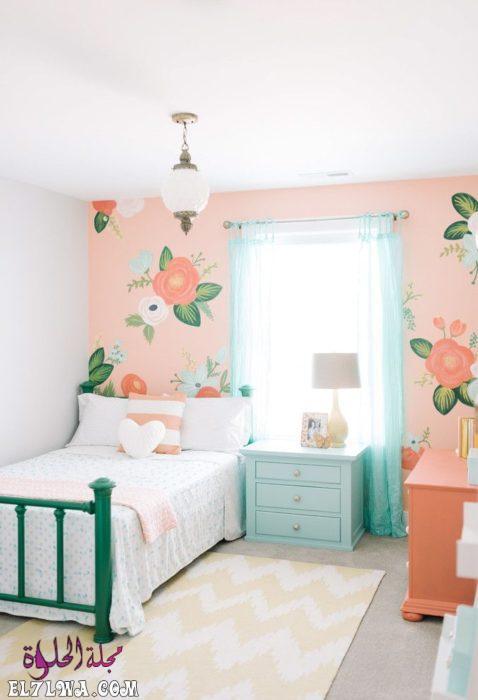 غرفة نوم برسومات مبهجة مع تصميم سيمبل للسرير والكمودينو 1 - ديكورات غرف نوم بنات 2021 صور ديكور غرف نوم للبنات