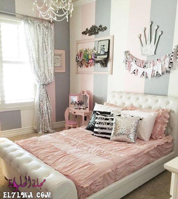 غرفة نوم روعة وشيك تتكون من سرير بتصميم جديد ورائع مع ستارة حلوة جداً ونجفة كريستال 1 - ديكورات غرف نوم بنات 2021 صور ديكور غرف نوم للبنات