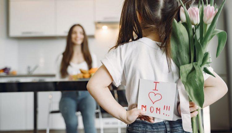 كلام عن الأم أجمل كلمات قصيرة عن الأم