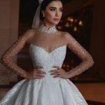فستان زفاف بأكمام من التل المزين بالترتر اللامع
