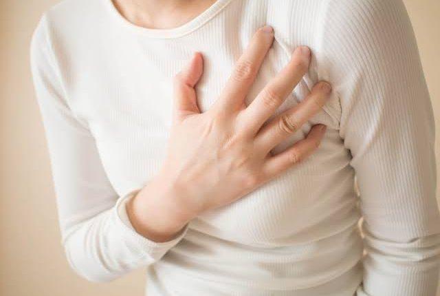 هل الم الثدي بعد الدورة من علامات الحمل