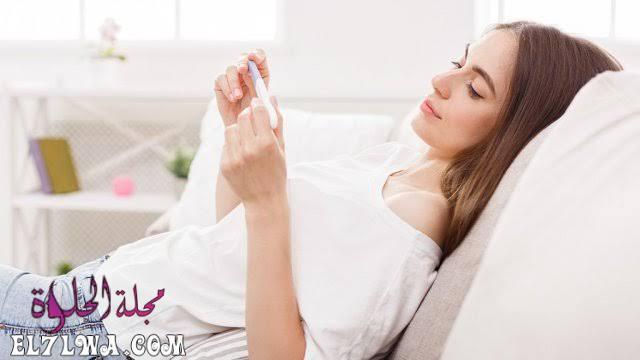 هل نزول الدورة قبل موعدها من علامات الحمل