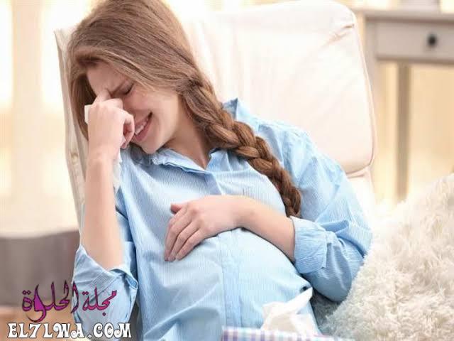 ماذا يحدث للجنين عند بكاء الام